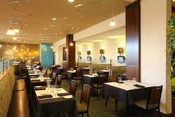 WingTips Bistro serves breakfast and dinner at the Holiday Inn SLC