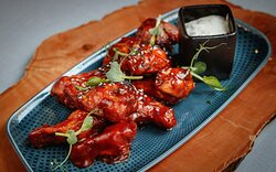 Buffalo chicken wings with BBQ and tartar sauce (9 pcs.)  - 8,00 EUR