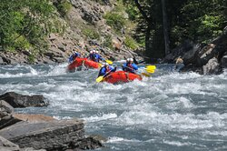 We chose our Bright Red Rafts to make your complimentary photos really stand out! - Apex Rafting, Revelstoke BC