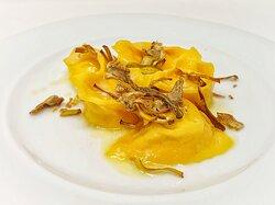 Ravioli di baccalà, carciofi e salsa alle sarde