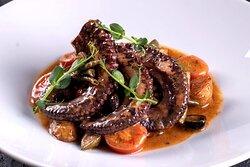 "Блюда от шеф-повара Алескандра Коршунова в ресторане ""LOUIS XIII"" в казино Опера."