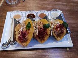 tacos de pollo con cuatro salsas