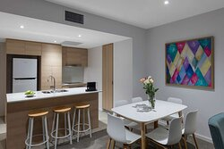 AVANI-Broadbeach-2-Bedroom-Suite-Kitchen