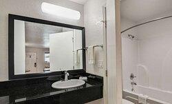 Motel Moultrie GA Bathroom