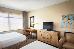 Unwind with the family in our double bed rooms near Seaworld.
