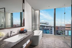 1 King Bed Junior Suite NS Bathroom