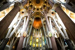I am part of the team of guides of Sagrada Familia. We train continuously with the people in charge of the construction. I can not only explain to you what I know, but also what I have experienced. I have seen this work grow since I was a child.