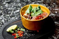 Блюда европейской и японских кухонь, салаты, холодные и горячие блюда, суши и десертым