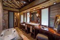 Bathroom view in Junior Suite Beach Bungalow