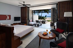 1 King Bed Beachfront View (KDXG) - Ground Floor