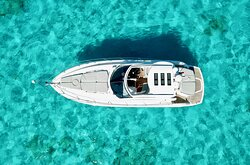 50 ft Sunseeker - Deluxe Private Boats A boat with the chef on board, premium. open bar drinks, and gourmet lunch and snacks to spend the day. We have this boat fully equipped for you and your family ready to start an amazing adventure.