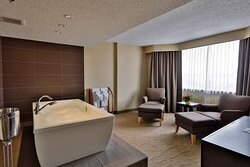 Whirlpool Suite-King Bed