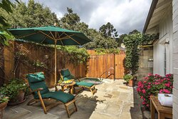 Lotus Patio - French Lavender Cottage