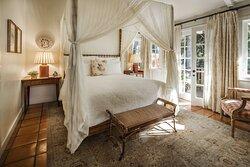 Creek Bedroom - Wildflower Garden Cottage