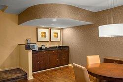 Multilevel Suite - Dining area