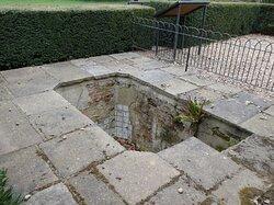 Greenwich Park:    Queen Caroline's Bath