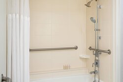 Accessible Bathroom - Tub/Shower Combo