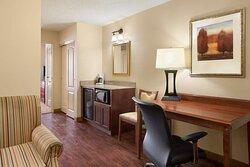 1 Bedroom Suite-2 Queens Beds