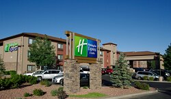 Welcome to the Holiday Inn Express  - 1 mile from park entrance