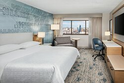 King Deluxe Parkway View Guest Room