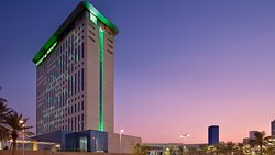 Holiday Inn directly connects to Dubai Festival City mall