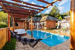 piscina e areas de descanso