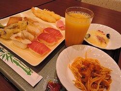 ブッフェ式の夕食 寿司・天ぷらも美味しい