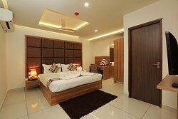 Hotel Navaratna Chengannur