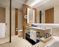 Club Sea View King Bathroom