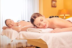 Duo hot stone massage at spa le Moment