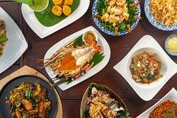 อาหารไทยรสชาติดั้งเดิม บรรยากาศริมแม่น้ำ