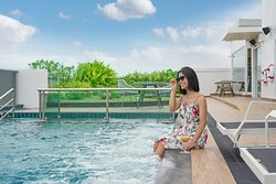 Holiday_Inn_Express_Pattaya_Central_Rooftop_Swimming_Pool_Lifestyl