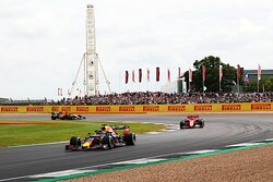30-minute drive to silverstone circuit      ©VisitBritain