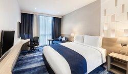 Holiday Inn Express Bangkok Soi Soonvijai - King Bed with window