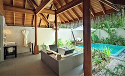 Deluxe Beach Bungalow With Pool - Bathroom