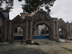 Ворота на территорию малышевской церкви