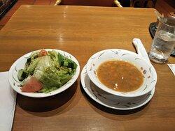 スペシャルセットのスープとサラダ