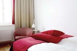 Scandic Sjofartshotellet Interior room pillows standard queen red