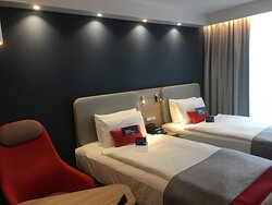 Twin Bed Guest Room, Twin Size Beds with Armchair
