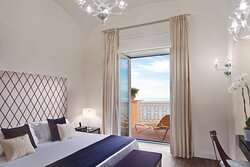 Deluxe Suite Sea View - Bedroom