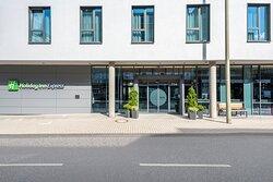 Holiday Inn Express Siegen hotel featuring a 24-hour bar.