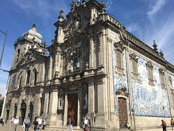 Carmo's church was built on the 18th century having a baroque and rococo style, next to it there is the Carmelitas church that it is classified as a national monument with a baroque and mannerist style in Porto