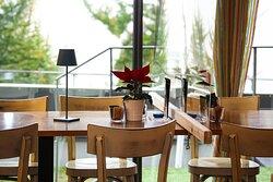 Tavolo con separatore  per norme anti-covid