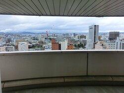 眺望がいいホテルだが、中にはこのような部屋もある  (`ε´ )