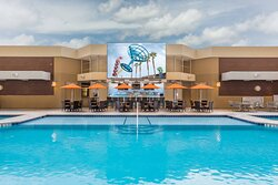 5th Floor Outdoor Pool and Bar & Grill