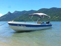 Embarcação para 15 passageiros, ótima opção de passeio em Paraty