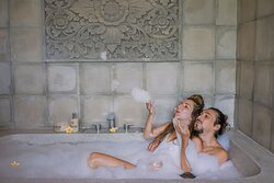 Romantic Foam Bath with your loved one