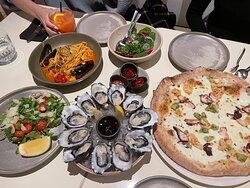 Linguine with tomato sauce and chicken tagliata from lunch set menu and porto pizza