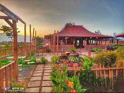 Warung Parikaton (Warung Tengah Sawah), Sekaran Sekarpuro Kec. Pakis Kab. Malang 65154