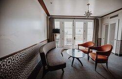 Granada Guestroom Seating Area